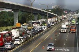 Arus lalu lintas tol Japek meningkat