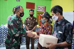 Kodim 1015/Spt bagi-bagikan masker secara gratis