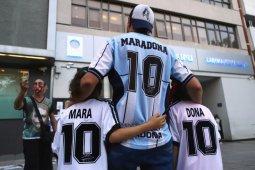 Maradona meninggalkan rumah sakit, disambut pendukung