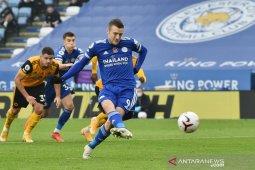 Liga Inggris, penalti Jamie Vardy antar Leicester naik ke puncak klasemen sementara
