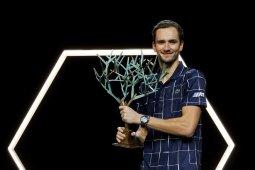 Daniil Madvedev kalahkan Zverev untuk juarai Paris Masters