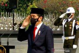 Presiden Jokowi anugerahkan gelar pahlawan nasional kepada  enam tokoh