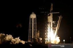 Empat astronaut  tiba di stasiun luar angkasa