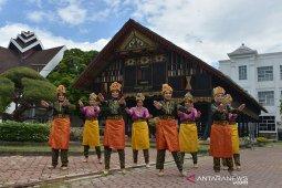 Pementasan tari tradisional untuk promosi wisata