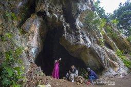 Wisata Goa Lowo Di Kalsel