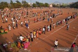 Kasus COVID-19 di  India turun, seruan untuk penguncian nasional meningkat