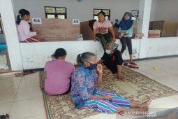 Pengungsi akibat erupsi Merapi masih bertahan di pengungsian