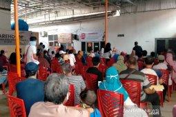 Kantor Pos Baturaja datangi rumah penyandang disabilitas  penerima BST