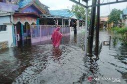 Warga Banjarmasin mulai mengungsi karena banjir tinggi