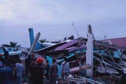 Sulbar perlu bantuan tolong korban dari  reruntuhan bangunan