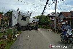Panglima TNI perintahkan bersihkan puing-puing bangunan