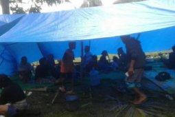 Sebanyak 3.800 warga Desa Onang di Majene mengungsi ke gunung setelah gempa