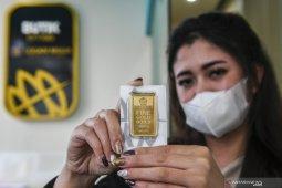 Emas melonjak kembali bertengger di atas level 1.800 dolar