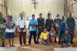 Satgas Yonf 312/KH ibadah bersama warga Kampung Somografi