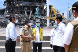 Presiden Jokowi tinjau kantor Gubernur Sulbar yang hancur akibat gempa
