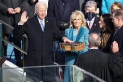 Merawat demokrasi dan persatuan, tantangan terberat bagi Joe Biden