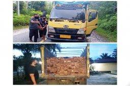 Polsek Gunung Timang amankan sopir angkut kayu keruing tanpa dokumen