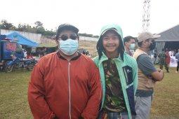 Penyintas gempa Balaroa Palu berbagi ceria dengan korban gempa Mamuju