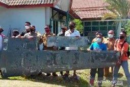 Warga Bintan temukan serpihan sayap pesawat