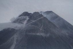 Awan panas guguran Merapi meluncur hingga 1.000 meter