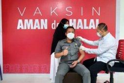 Ketua DPRD Kolaka terima vaksin COVID-19 kedua