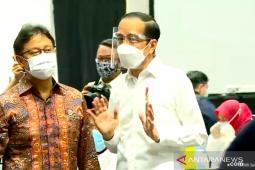 Presiden Joko Widodo tinjau vaksinasi massal tenaga kesehatan DKI Jakarta