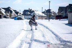 Tanpa listrik dan air, warga Texas AS berjuang di tengah cuaca dingin yang bersejarah