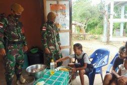 TNI sosialisasi produksi makanan olahan  bagi warga perbatasan