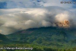 Gunung Merapi dua kali luncurkan awan panas guguran