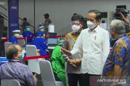 Presiden Jokowi tinjau vaksinasi untuk wartawan