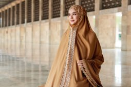 Siti Khadijah rilis koleksi baru, Modish Eshal dan Saira