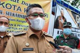 Wali Kota Kendari meminta warga tidak buang sampah di saluran air