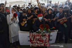Demonstrans turun ke jalan-jalan Myanmar pasca penggerebekan