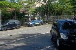 Pengunjung kafe sekitar Gereja Katedral dikagetkan ledakan