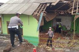 Polisi  selidiki penyebab truk tabrak madrasah