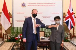Menlu RI ajak Inggris perkuat kerja sama melawan pandemi COVID-19