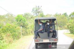 Naik mobil patroli Satpol PP Wabup Lingga cek jalan dan jembatan