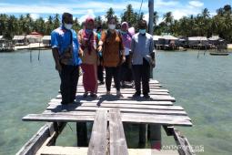 Seniy akan perjuangkan pembangunan  dermaga Desa Buyu