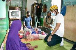 Bupati Lamandau kunjungi warga dan berikan bantuan melalui 'Gowes Berbagi'