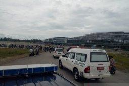 Ribuan warga Timika sambut kedatangan jenazah dua guru korban penembakan KKB