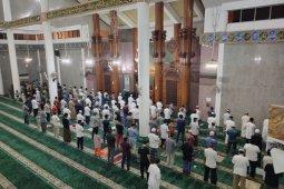 Tarawih pertama di Masjid Agung Al Furqon Bandarlampung sesuai prokes