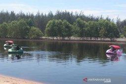 Pemkab Seruyan terus menambah wahana permainan air di Pantai Bakau