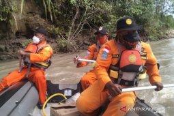 Tim SAR belum temukan pemancing terseret arus sungai