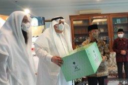 Ramadhan: Saudi Arabia donates basic necessities for Indonesians