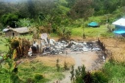 Armed criminals torch homes of Papua tribal chief and teachers