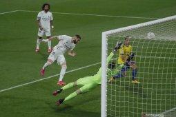 Benzema cetak dua gol antarkan Real Madrid puncaki klasemen Liga Spanyol