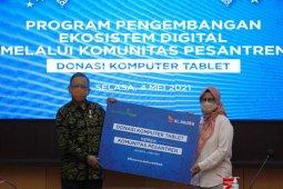 XL Axiata donasikan 100 laptop untuk 12 pesantren