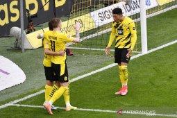 Dortmund menolak tawaran awal Manchester United untuk Jadon Sancho