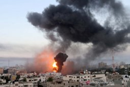 Israel menembakkan artileri ke Gaza, serangan roket Palestina berlanjut