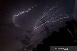 Tiga ibu kota provinsi diperkirakan terjadi hujan disertai petir